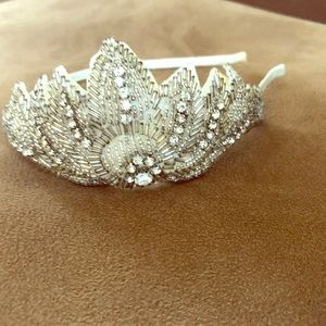 Accessories - Hair band with rhinestone.White&Silver. Unique